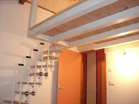 Mezzanine en acier laqué