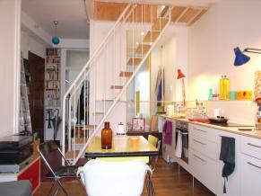 Escalier avec marche en bois et garde-corps limon