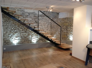 Escalier en acier laqué et bois huilé