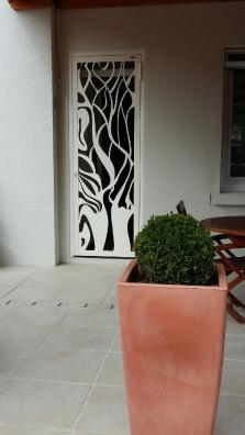 Porte en acier découpé, métallerie d'art (2)