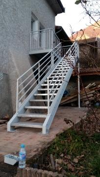 Escalier en acier laqué avec marches galvanisées (1)