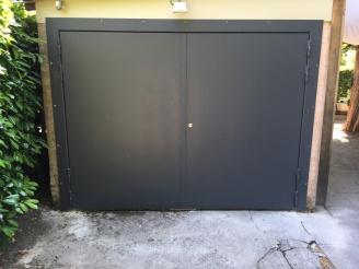 Grande porte à deux vantaux, vue extérieure