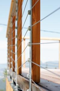 Garde-corps bois et câbles