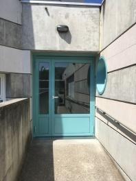 Porte de l'école élémentaire des Ruires