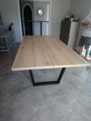 Table avec structure métallique et plateau bois