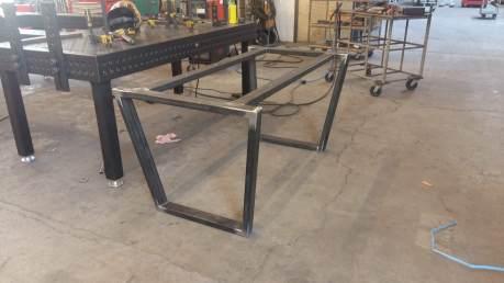 Structure métallique pour table